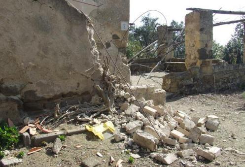 Foto recenti danneggiamenti delle mura di epoca borbonica a Vivara