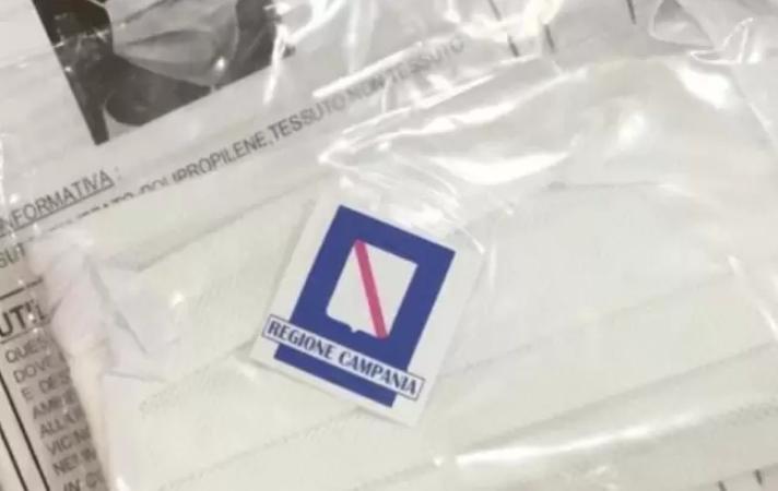 Le mascherine distribuite dalla Regione Campania sono inutili contro il coronavirus