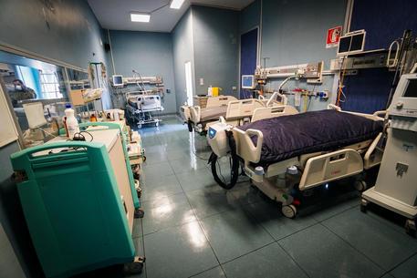 Coronavirus a Napoli, aumentano i ricoveri: pronto a riaprire Covid center del Loreto Mare